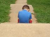 Ombudsman: túlságosan elhúzódik a veszélyeztetett gyerekek ideiglenes elhelyezése