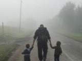 Megjelent a Magyar Helsinki Bizottság Foszladozó Védőháló: Menedékkérő gyermekek Magyarországon című jelentése
